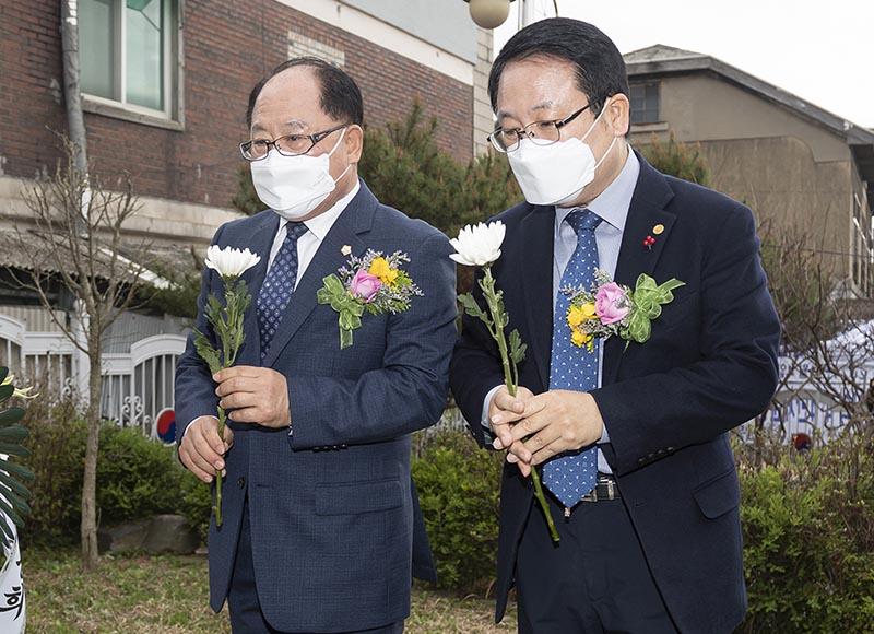 4·4만세운동 102주년 기념행사 (헌화).jpg